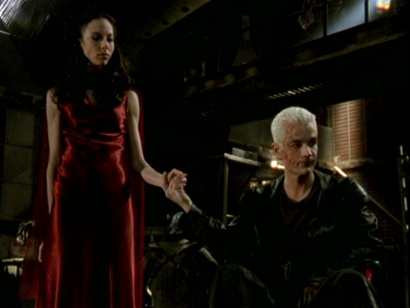 James Marsters e Juliet Landau in una scena dell'episodio 'Un attimo di felicità' di Buffy - L'ammazzavampiri