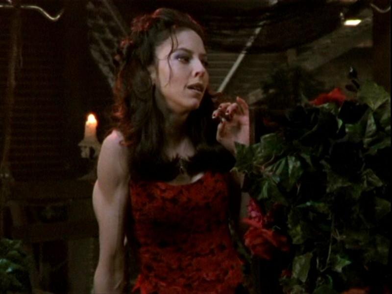 Juliet Landau in una scena dell'episodio 'Sorpresa' di Buffy - L'ammazzavampiri