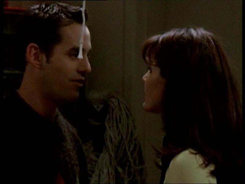 Nicholas Brendon e Charisma Carpenter in una scena dell'episodio 'Uova cattive' di Buffy - L'ammazzavampiri