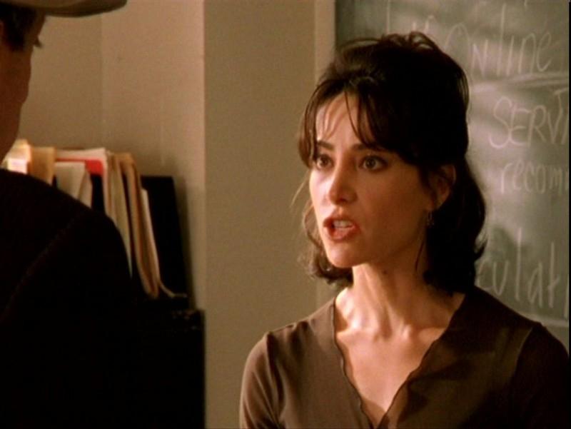 Robia LaMorte in una sequenza dell'episodio 'Sorpresa' di Buffy - L'ammazzavampiri