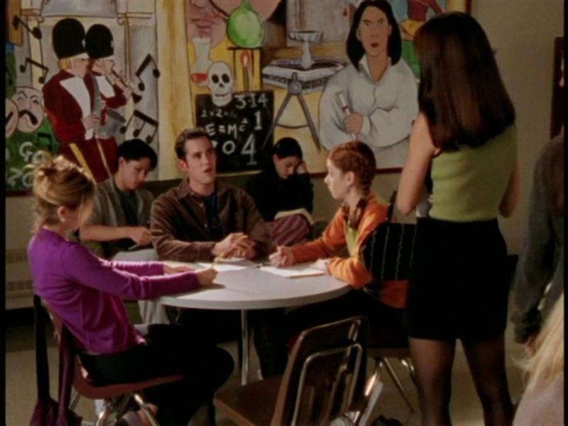 Sarah Michelle Gellar, Alyson Hannigan, Nicholas Brendon e Charisma Carpenter in una scena dell'episodio 'L'unione fa la forza (1° parte)' di Buffy - L'ammazzavampiri