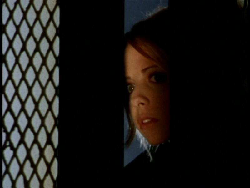 Sarah Michelle Gellar in una scena dell'episodio 'L'unione fa la forza (1° parte)' di Buffy - L'ammazzavampiri
