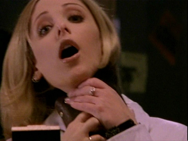 Sarah Michelle Gellar in una sequenza dell'episodio 'Sorpresa' di Buffy - L'ammazzavampiri