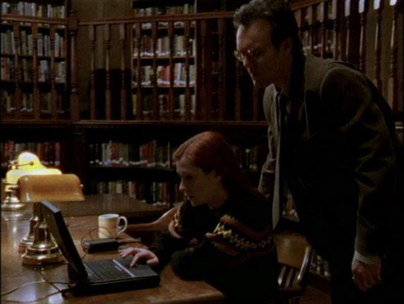 Alyson Hannigan e Anthony Head in una sequenza dell'episodio 'Il mostro' di Buffy - L'ammazzavampiri