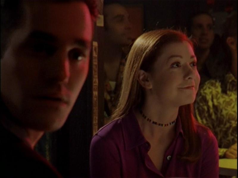 Alyson Hannigan e Nicholas Brendon in una scena dell'episodio 'Caccia all'uomo' di Buffy - L'ammazzavampiri