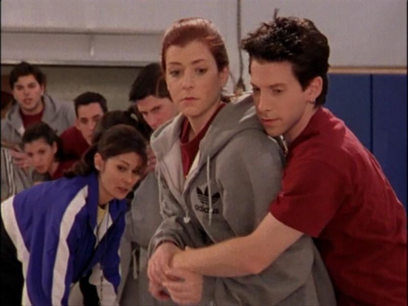 Alyson Hannigan e Seth Green in una sequenza dell'episodio 'Notte di luna piena' di Buffy - L'ammazzavampiri