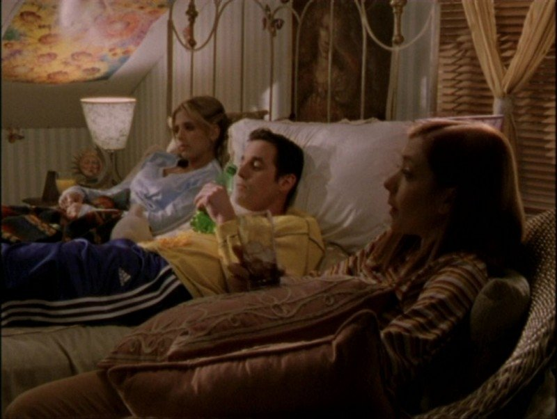 Alyson Hannigan, Nicholas Brendon e Sarah Michelle Gellar in una sequenza dell'episodio 'Il mostro' di Buffy - L'ammazzavampiri