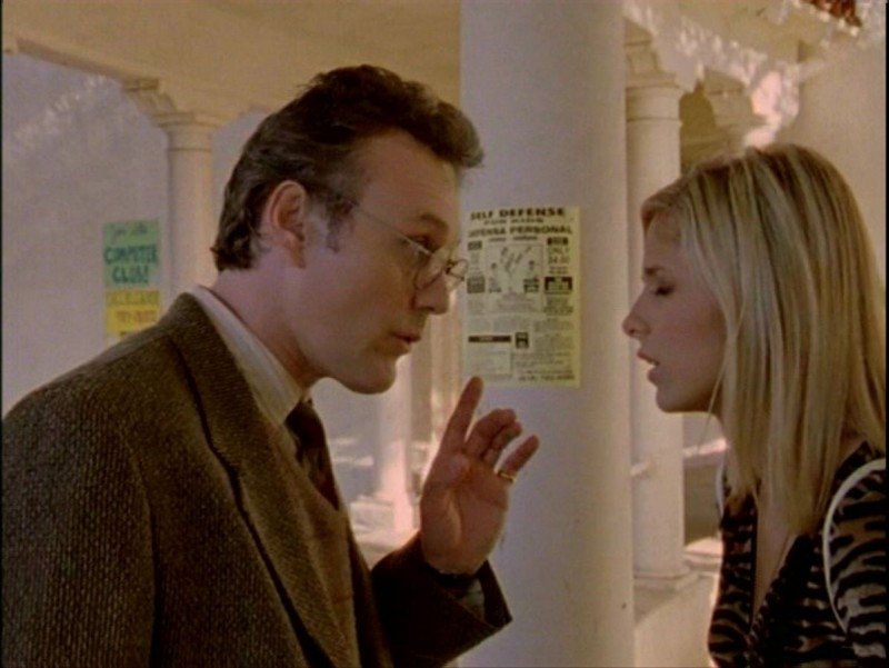 Anthony Head con Sarah Michelle Gellar in una scena dell'episodio 'Passioni' di Buffy - L'ammazzavampiri