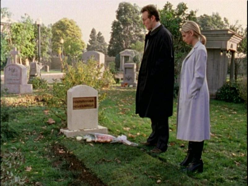 Anthony Head e Sarah Michelle Gellar in una scena dell'episodio 'Passioni' di Buffy - L'ammazzavampiri
