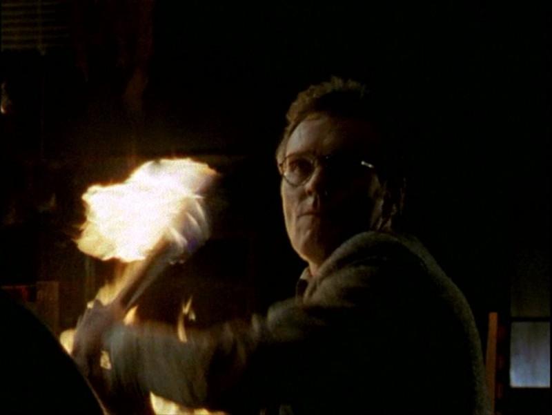 Anthony Head in una drammatica scena dell'episodio 'Passioni' di Buffy - L'ammazzavampiri