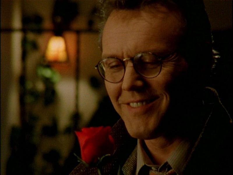 Anthony Head in una scena dell'episodio 'Passioni' di Buffy - L'ammazzavampiri