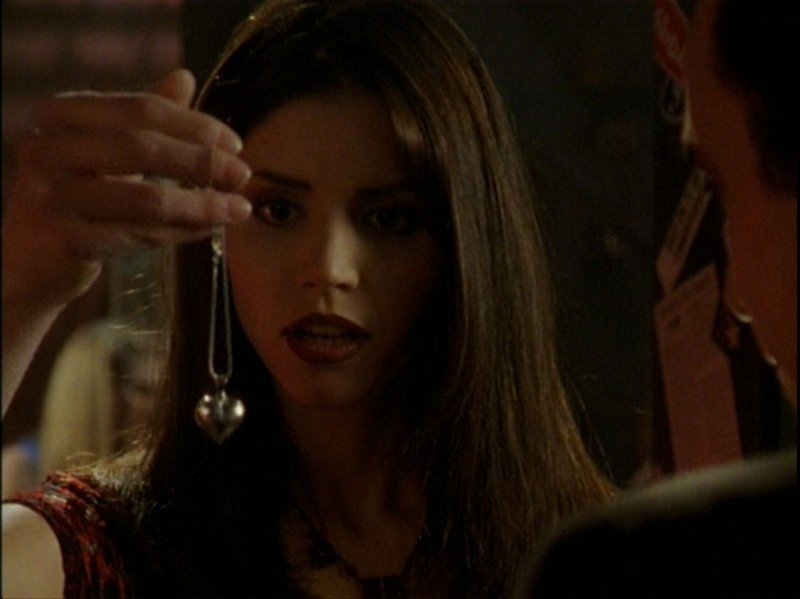 Charisma Carpenter in una scena dell'episodio 'Caccia all'uomo' di Buffy - L'ammazzavampiri