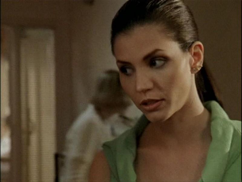 Charisma Carpenter in una scena dell'episodio 'Il mostro' di Buffy - L'ammazzavampiri