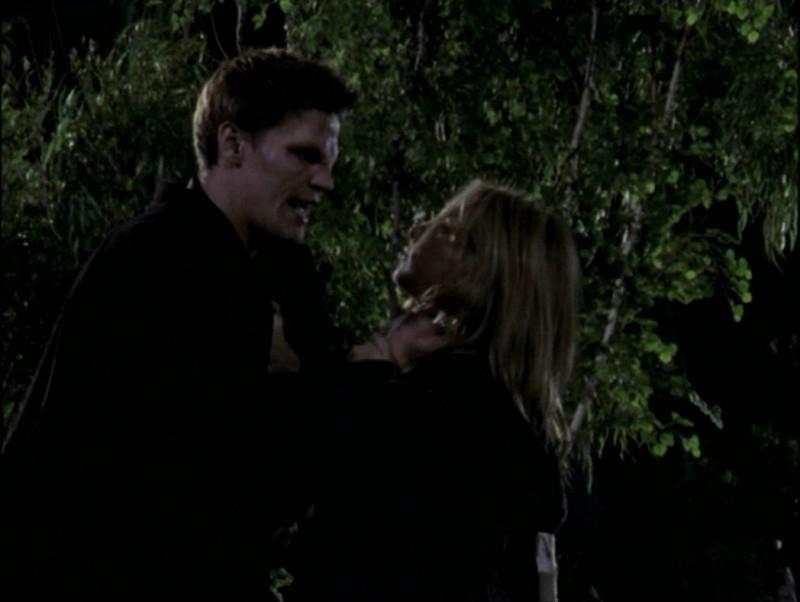 David Boreananz e Sarah Michelle Gellar in una scena dell'episodio 'Il mostro' di Buffy - L'ammazzavampiri