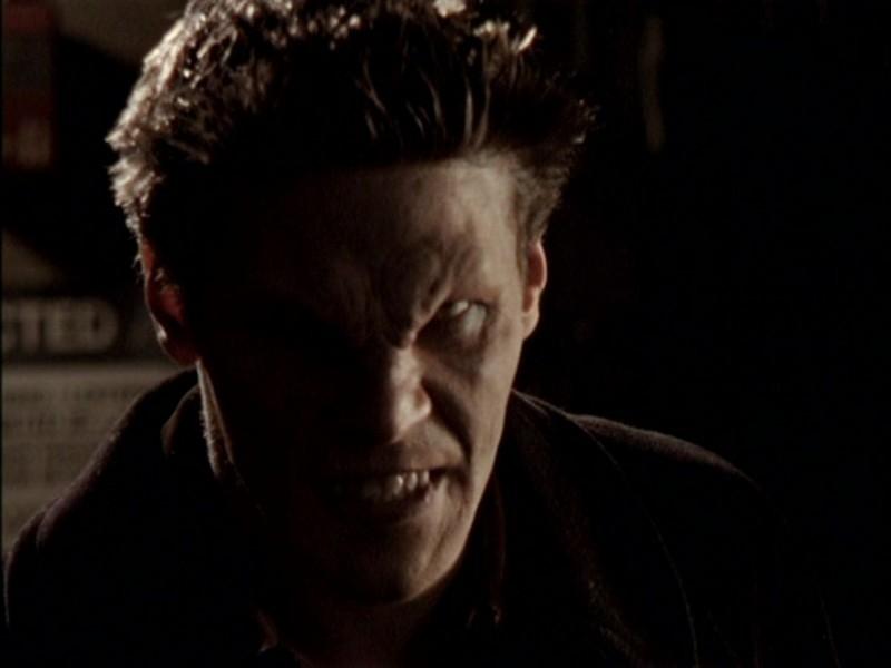 David Boreanaz in una scena dell'episodio 'Notte di luna piena' di Buffy - L'ammazzavampiri