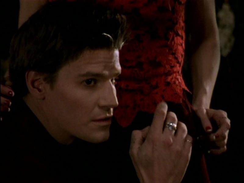 David Boreanaz in una scena dell'episodio 'Per sempre' della seconda stagione di Buffy - L'ammazzavampiri