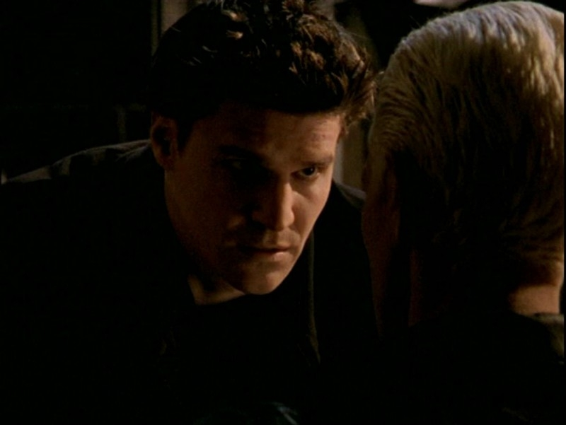 David Boreanaz in una sequenza dell'episodio 'Passioni' di Buffy - L'ammazzavampiri