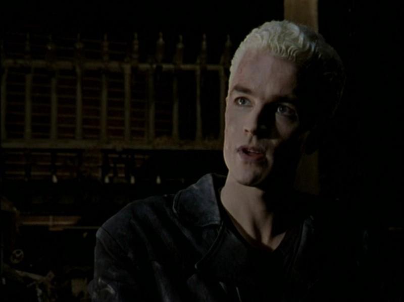 James Marsters in una scena dell'episodio 'Caccia all'uomo' di Buffy - L'ammazzavampiri