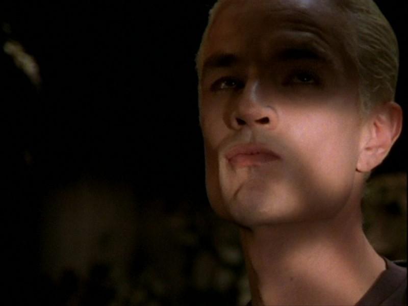 James Marsters medita vendetta nell'episodio 'Per sempre' della seconda stagione di Buffy - L'ammazzavampiri