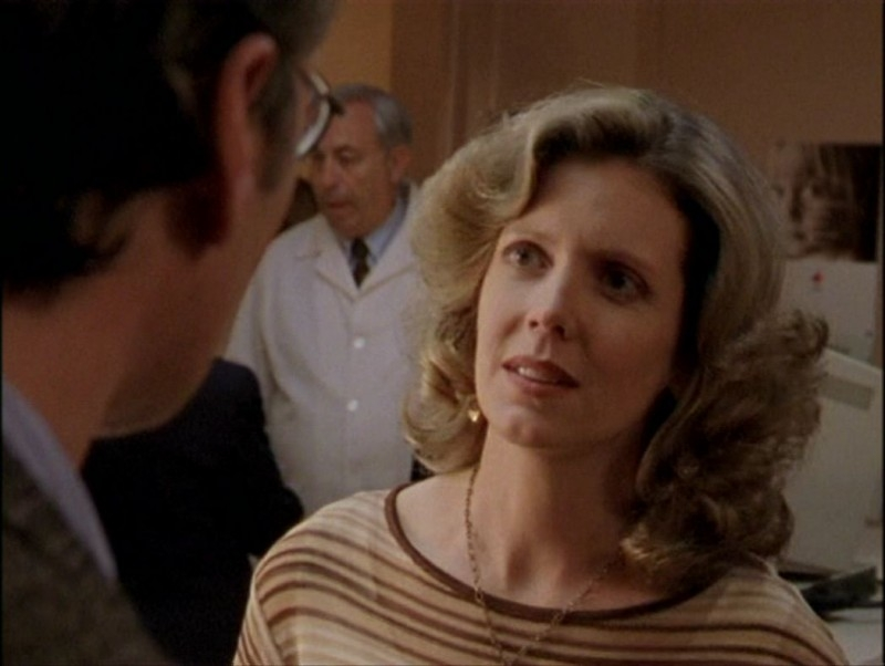 Kristine Sutherland in una scena dell'episodio 'Il mostro' di Buffy - L'ammazzavampiri
