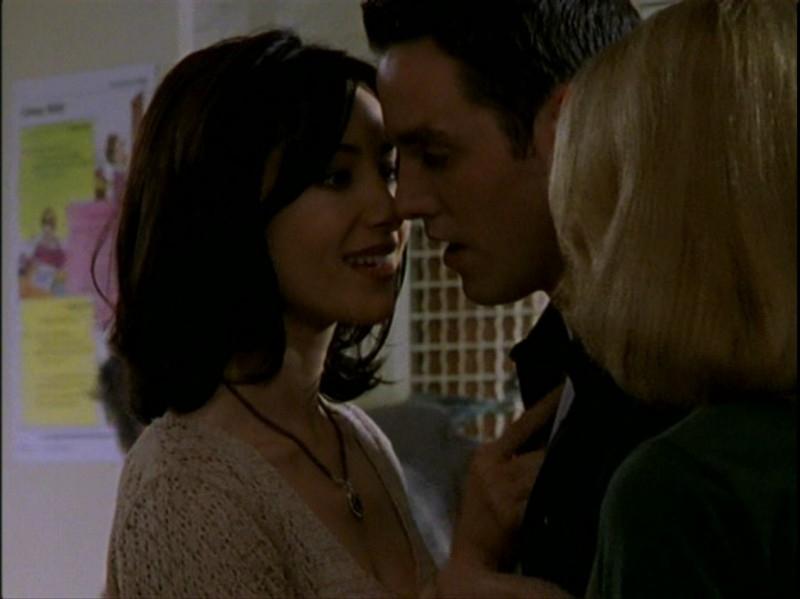 Nicholas Brendon e Robia LaMorte in una sequenza dell'episodio 'Caccia all'uomo' di Buffy - L'ammazzavampiri