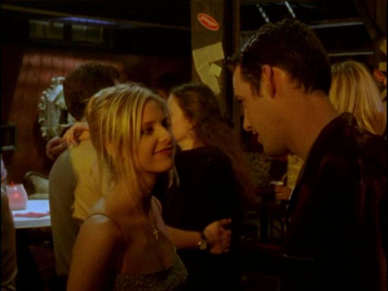 Nicholas Brendon e Sarah Michelle Gellar in una scena dell'episodio 'Passioni' di Buffy - L'ammazzavampiri