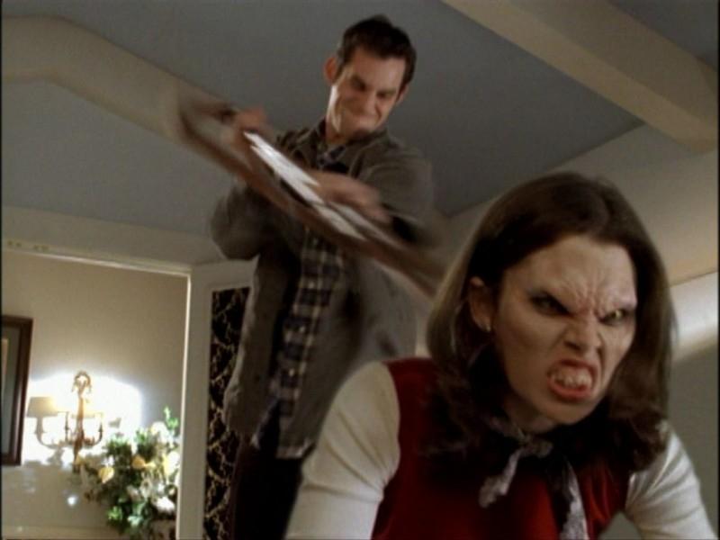 Nicholas Brendon in una scena dell'episodio 'Notte di luna piena' di Buffy - L'ammazzavampiri