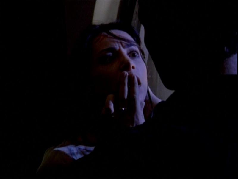 Robia LaMorte e David Boreanaz in una scena nell'episodio 'Passioni' di Buffy - L'ammazzavampiri