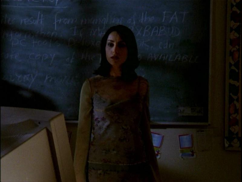 Robia LaMorte in una scena nell'episodio 'Passioni' di Buffy - L'ammazzavampiri