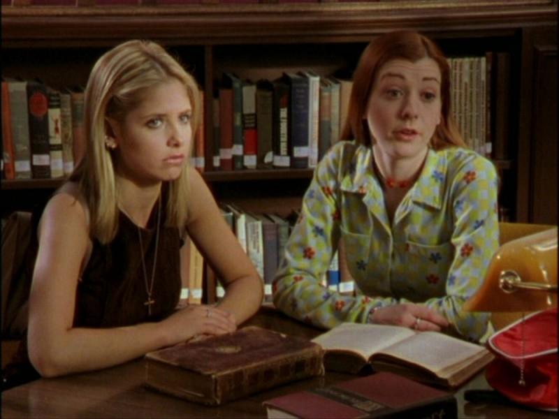 Sarah Michelle Gellar e Alyson Hannigan in una sequenza dell'episodio 'Per sempre' della seconda stagione di Buffy - L'ammazzavampiri