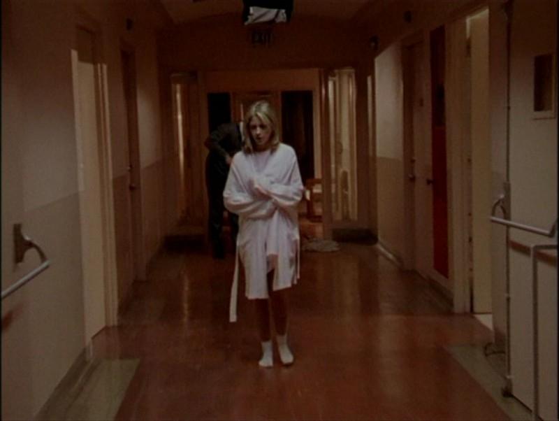 Sarah Michelle Gellar in una scena dell'episodio 'Il mostro' di Buffy - L'ammazzavampiri