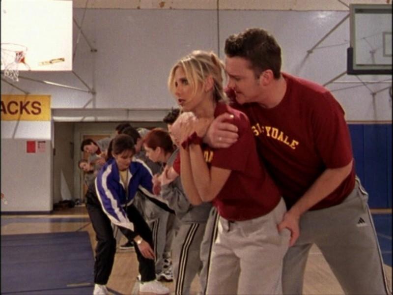 Sarah Michelle Gellar in una sequenza dell'episodio 'Notte di luna piena' di Buffy - L'ammazzavampiri