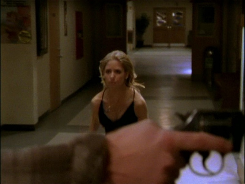 Sarah Michelle Gellar in una sequenza dell'episodio 'Per sempre' (I Only Have Eyes for You) della seconda stagione di Buffy - L'ammazzavampiri