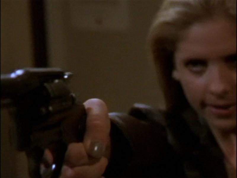 Sarah Michelle Gellar nella scena clou dell'episodio 'Per sempre' della seconda stagione di Buffy - L'ammazzavampiri