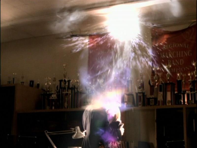 Un'immagine dAll'episodio 'Per sempre' della seconda stagione di Buffy - L'ammazzavampiri
