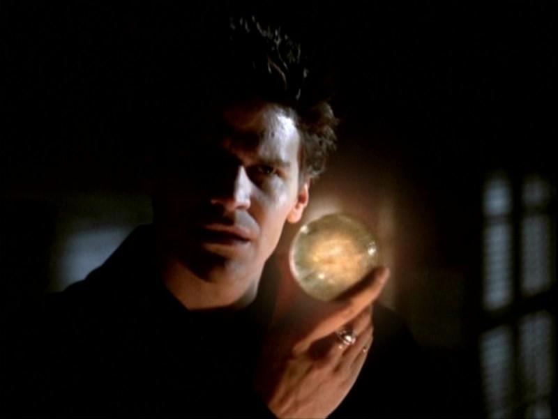 Un perfido David Boreanaz nell'episodio 'Passioni' di Buffy - L'ammazzavampiri