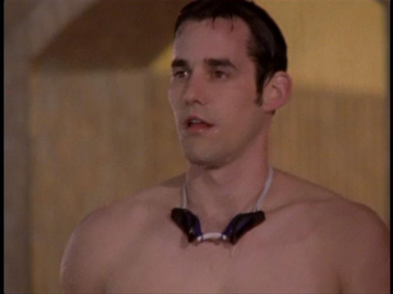 Uno sportivo Nicholas Brendon in una sequenza dell'episodio 'Il DNA del campione' di Buffy - L'ammazzavampiri