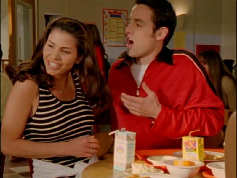 Charisma Carpenter e Nicholas Brendon in una sequenza dell'episodio 'L'inizio della storia (1ª parte)' di Buffy - L'ammazzavampiri