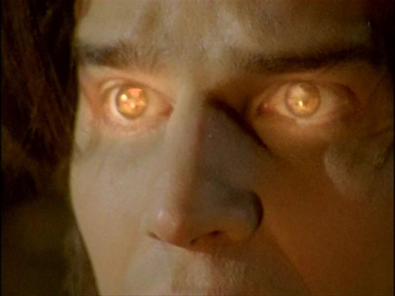 David Boreanaz e l'incantesimo zigano nell'episodio 'L'inizio della storia (1ª parte)' della seconda stagione di Buffy - L'ammazzavampiri