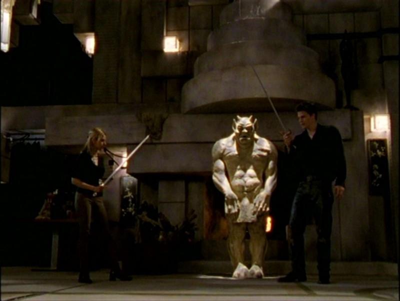 David Boreanaz e Sarah Michelle Gellar in una sequenza dell'episodio 'L'inizio della storia (2ª parte)' della seconda stagione di Buffy - L'ammazzavampiri