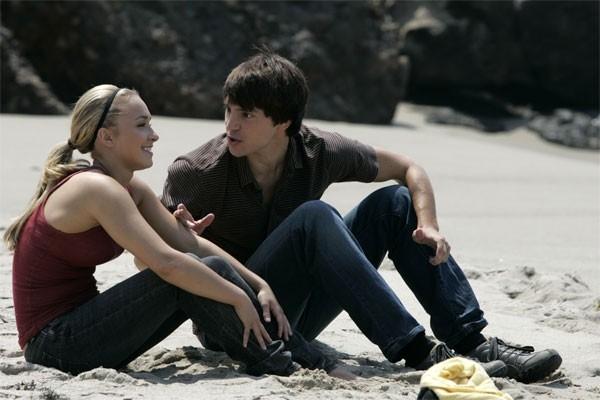 Heroes Volume II - Episodio 4: Claire (Hayden Panettiere) e West (Nick D'Agosto) in un raro momento di relax