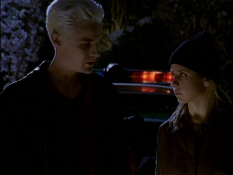 James Marsters e Sarah Michelle Gellar in una scena dell'episodio 'L'inizio della storia (2ª parte)' di Buffy - L'ammazzavampiri