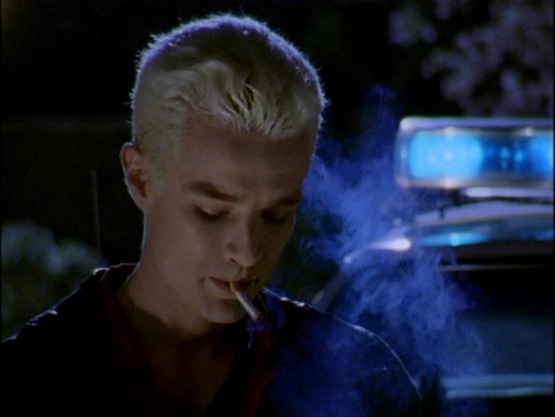 James Marsters in una scena dell'episodio 'L'inizio della storia (2ª parte)' di Buffy - L'ammazzavampiri
