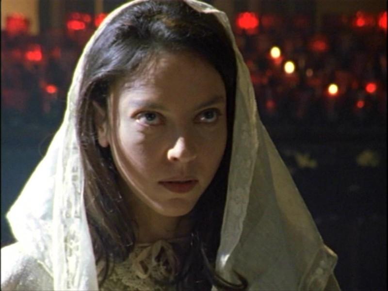 Juliet Landau nell'episodio 'L'inizio della storia (1ª parte)' della seconda stagione di Buffy - L'ammazzavampiri