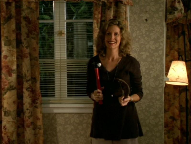 Kristine Sutherland nell'episodio 'La festa dei morti viventi' di Buffy - L'ammazzavampiri