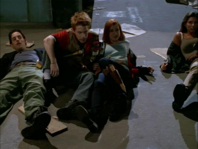Nicholas Brendon, Alyson Hannigan, Seth Green e Charisma Carpenter nell'episodio 'La festa dei morti viventi' di Buffy - L'ammazzavampiri