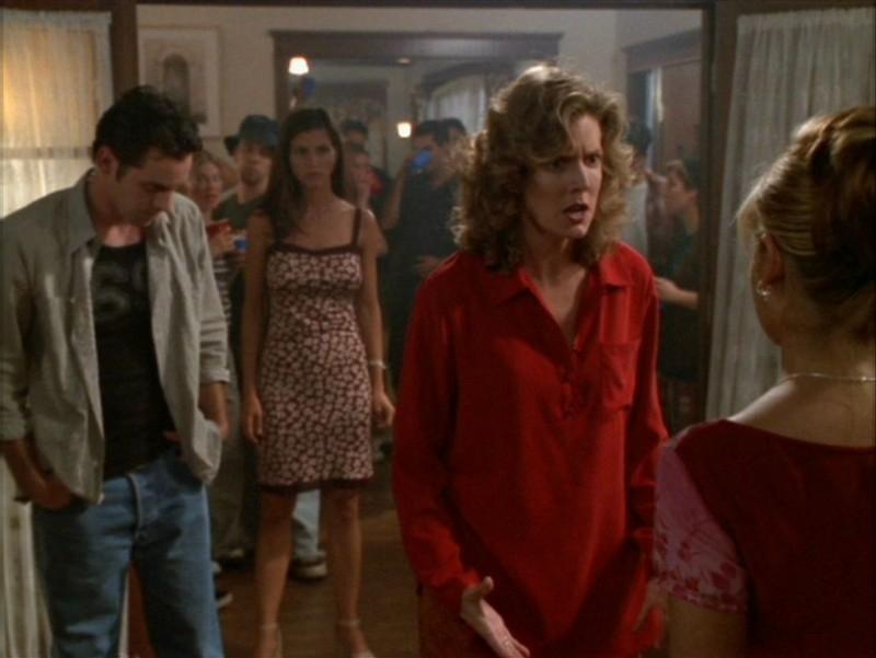 Nicholas Brendon, Charisma Carpenter e Kristine Sutherland nell'episodio 'La festa dei morti viventi' di Buffy - L'ammazzavampiri
