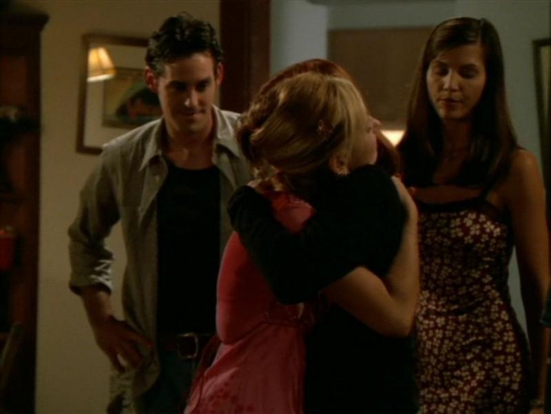 Sarah Michelle Gellar, Alyson Hannigan, Nicholas Brendon e Charisma Carpenter nell'episodio 'La festa dei morti viventi' di Buffy - L'ammazzavampiri