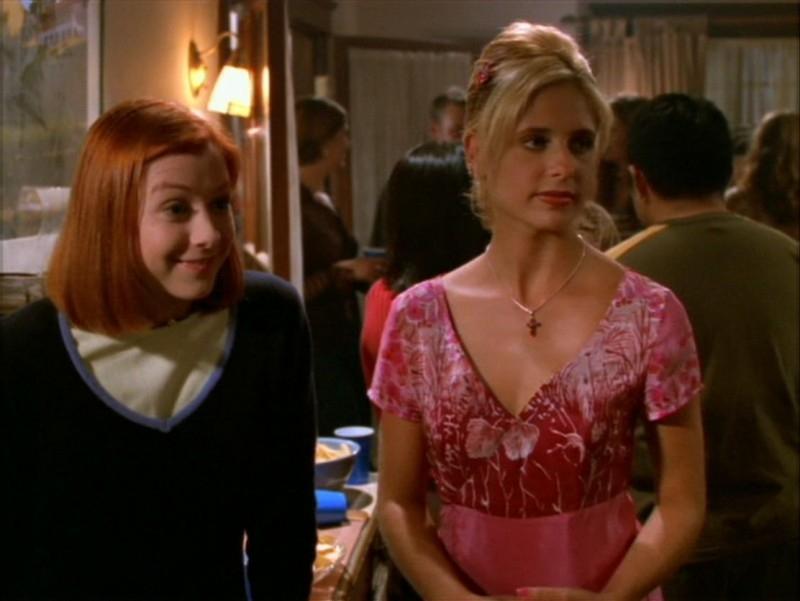 Sarah Michelle Gellar e Alyson Hannigan nell'episodio 'La festa dei morti viventi' di Buffy - L'ammazzavampiri