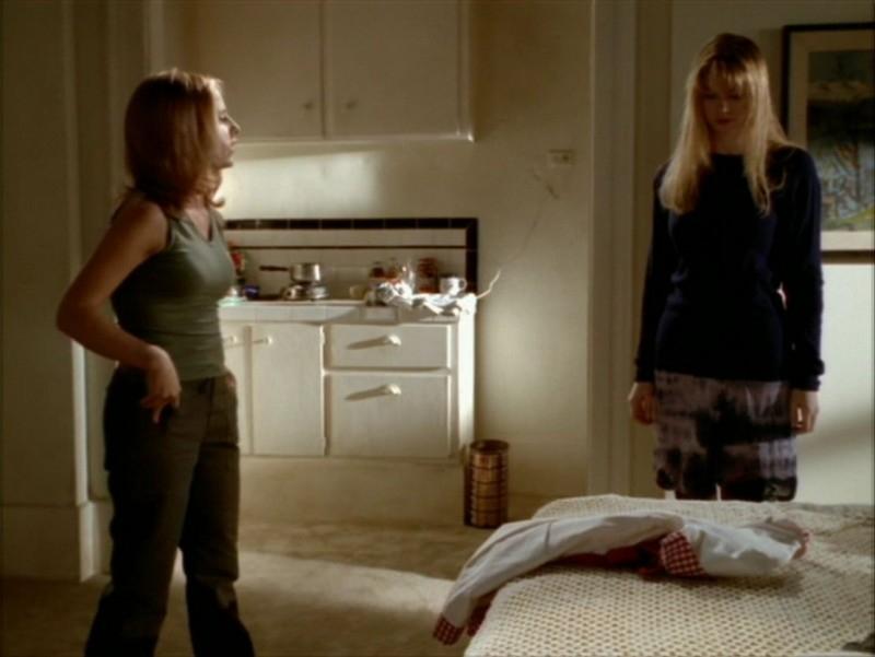 Sarah Michelle Gellar e Julia Lee nell'episodio 'Identità segreta' di Buffy - L'ammazzavampiri
